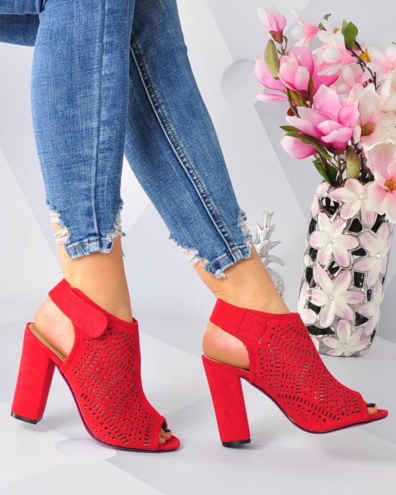 9fe8ed6081937 Czerwone sandały z ażurowym wierzchem /E1-2 3194 S316/ | Pantofelek24.pl