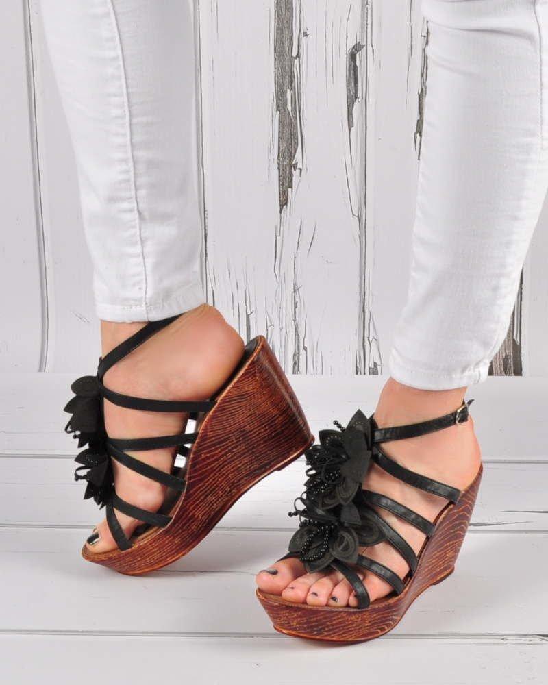 4f12f5f3 Czarne sandały na koturnie i platformie /E5-3 3413 S191/ ...