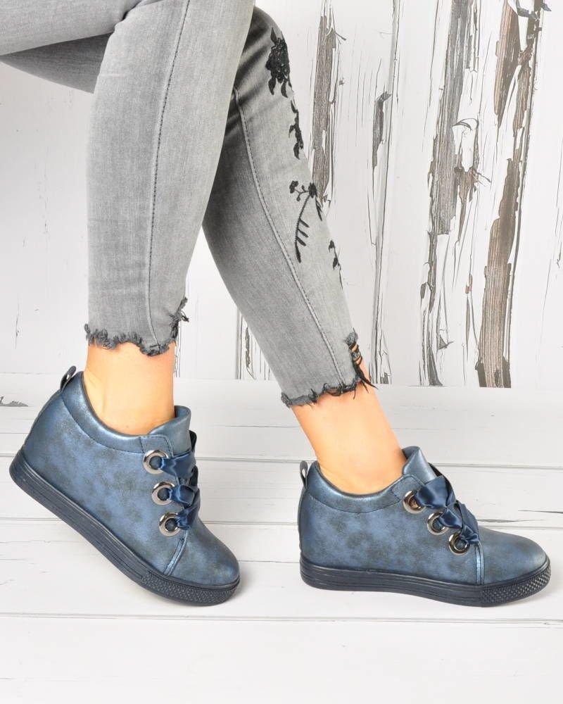 Wiązane sneakersy na niskim koturnie. Pantofelek24 na