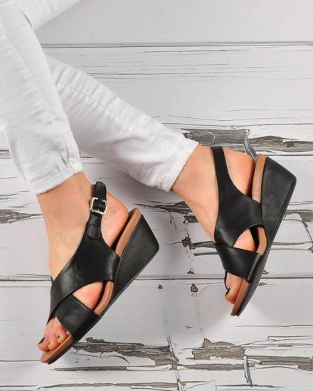 0299def906f92 Damskie sandały na niskim koturnie Czarne /E6-3 3421 S294/