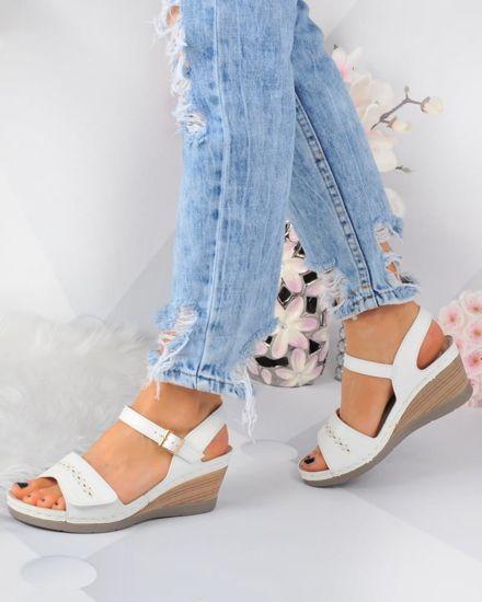 e45a77e2b94b7 Klasyczne damskie sandały na koturnie Białe /C3-3 3293 S316/